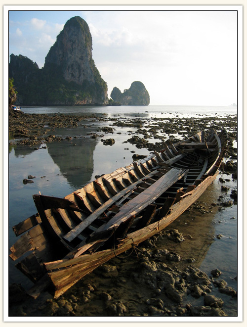 http://thailand.matthewleach.com/photos_story/brokenBoat.jpg